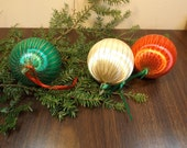 "Sale Delightful Christmas lot 3 ornaments,Antique Christmas tree ornaments balls.Vintage.Set ornaments.2 3/4""the diameter.Green,red ,yellow"