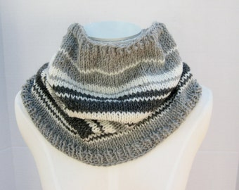 Wool hand knitted cowl grey ivory