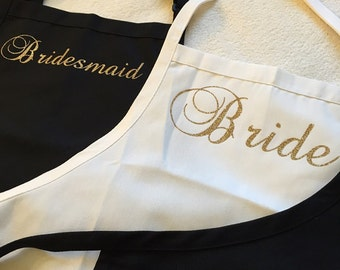 Bridesmaid gift apron. Bridal Shower gift idea. Personalized apron with pockets. Bridesmaid apron, cooking glass apron idea Bride apron gift