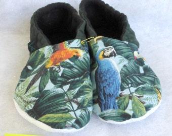 Parrot KozyFoots slippers in size women's 8