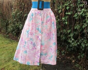 Buttoned Skirt Vintage / Side Pockets / Floral Print /  Elastic Waist on Back