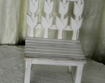 VINTAGE TULIP CHAIR-Child Size-Display