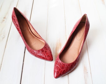 SIZE 9.5 M Vintage 90s Liptsick Red Leather Croc Pointy Kitten Preppy Shoes BEAUTIFUL