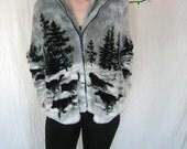Gray Plush Fleece Jacket/Black Wolf Dog/Cuddly Soft/Zipper/Comfy/Large/ USA