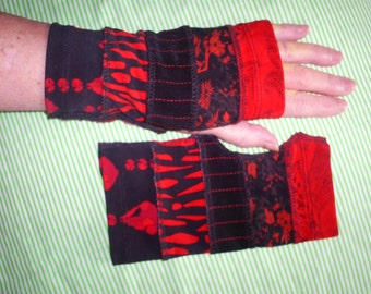 Recycled, short wrist warmers warmers.