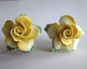 Vintage Yellow Rose Earrings, Made in England, Vintage Ceramic Earrings, Lightweight, Screw Back Earrings, 1950's Mad Men Era, Yellow, Green