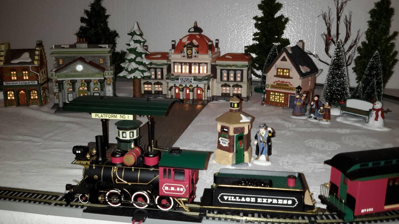 Christmas Village Victoria Station With Train Set Dept. 56