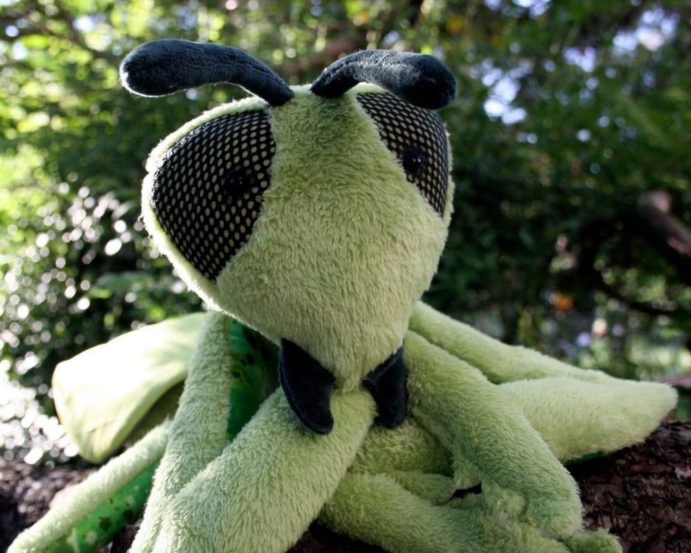 Praying Mantis, Soft Green Stuffed Grasshopper Plushie, Sleeping Toy