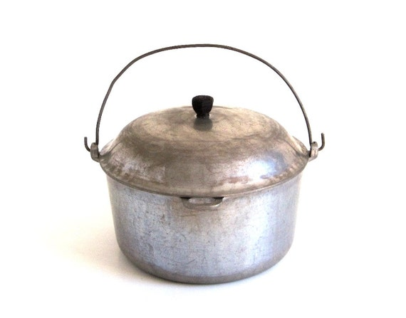 Aluminum Dutch Oven Majestic Cookware Stockpot Bail Wire Handle Antique Pot Food Photography Prop Campfire Cooking
