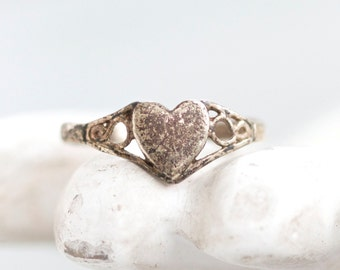 Dainty Heart Ring - Antique Small signet Sterling Silver Ring Size 5.5