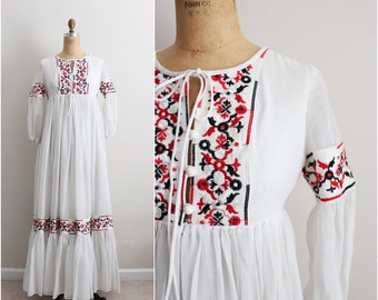 70s Bohemian White embroidery Dress / Full Skirt Dress / Mexican dress / Wedding Dress / Size S/M