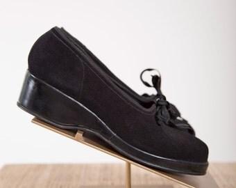 Vintage 1940s Shoes Black Suede 40s Vintage Casual Tie Wedges