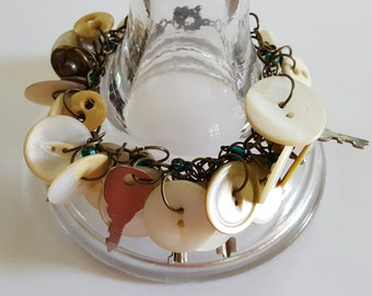 Antique buttons bracelet handmade bracelet andtque buttons