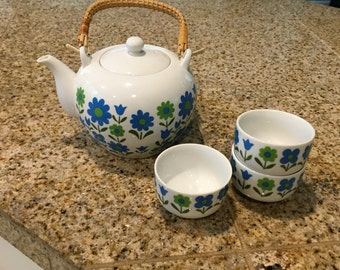 Tea pot and 3 cups japan ardco blue flowers and rattan handle