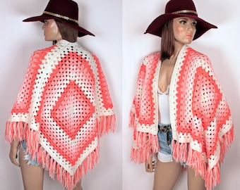 70s knit shawl // shades of pink // fringe