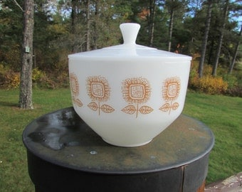 Federal Sunflower 1.5 Quart Bowl with Lid Casserole