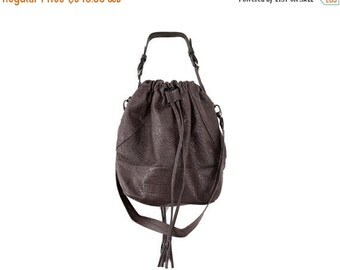 SALE *** 180 USD only instead 355 USD, Grey Leather Over the Shoulder Tote Bag, Trendy and Strong Pouch Purse, Fashionable Drawstring Bag