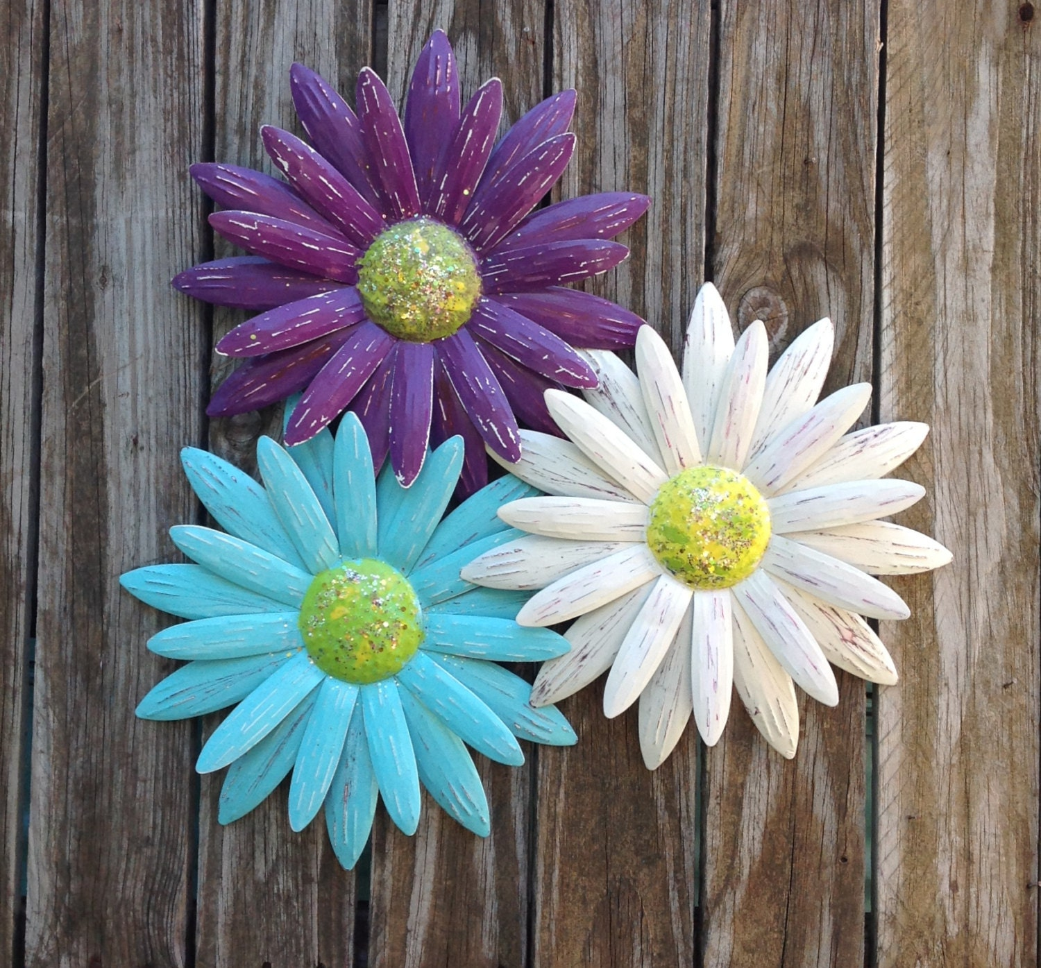metal flower wall art blue purple white daisies metal. Black Bedroom Furniture Sets. Home Design Ideas