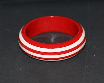 BARGAIN BANGLES Vintage Bangle - Vintage Wooden Bangle - Striped Wood Bangle - Painted Wood Bangle - Red and White Bangle - Striped red whit