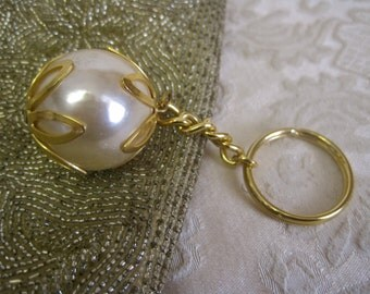 Huge Pearl Key Ring Keychain Vintage Glam Girlie SO Easy to Find Your Keys GREAT GIFT