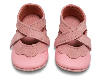 Leather baby shoes.  Soft soled pink baby girl shoes. Crib shoes. Infant shoes. Girl's shoes.