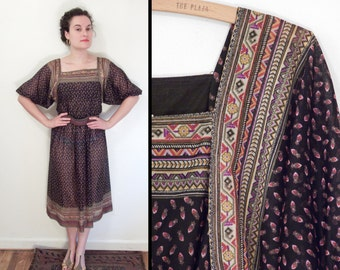 Geometric TRIBAL Dress 1970s // Peasant Gathered Sleeves Size S / M