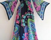 Art Nouveau Show Stopper . Breath-Taking Print Maxi Dress 70s Bright Colorful M medium Aristocratic Angel Sleeves Silk Chiffon