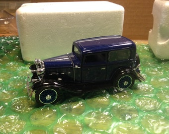 "1932 Chevy Standard Coach     Mint -   - Signature Scale Models,  1/32 scale, 7"" long , all metal,"