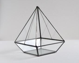 Terrarium, clear glass planter modern industrial geometric planter, pyramid plant holder. MADE TO ORDER