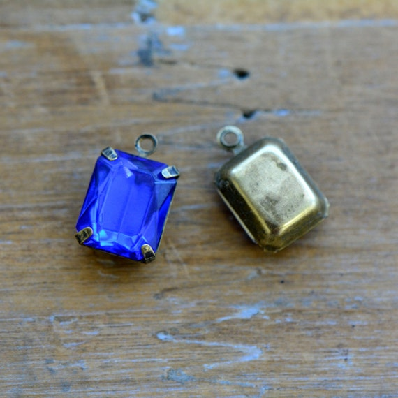 4 - Small Rectangle Jewel Charms SAPPHIRE BLUE Drop Gem Rectangle 8x10mm Brass Claw Setting Charm or Link Gold Antique Bronze Silver (AW037)