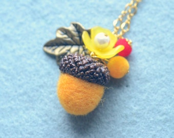 Woodland theme acorn and flower necklace, needle felted wool acorn necklace, brown acorn yellow flower, whimsical jewelry, gift under 15