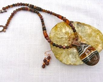 20 Inch Beautiful Brown Striped Agate Pendant Necklace with Earrings