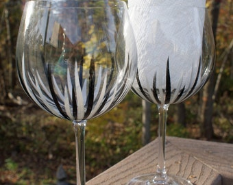 Hand Painted Wine Glasses, Painted Wine Glass, Birthday Wine Glass, Friend Wine Glass, Christmas Wine Glass, Personal Wine Glass