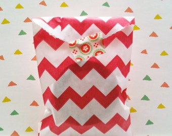 Set of 20 Favor Bags, chevron in red