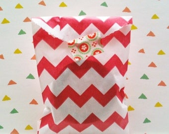 Set of 25 Favor Bags, chevron in red