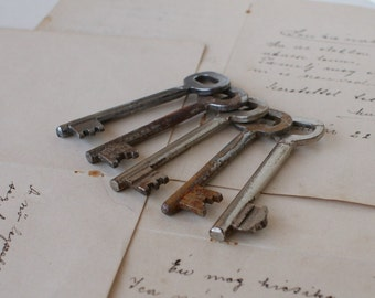 Antique Skeleton Keys - Craft Supplies - Lot of 5