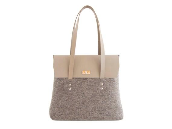 Felt and leather LARGE FLAP BAG / grey / elegant bag / shoulder bag / felt bag / leather straps / tote bag / wool felt / made in Italy