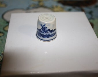 Beautiful Porcelain Thimble from Holland, Vintage