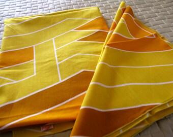 Vintage Fallani & Cohn Modernist Tablecloth and 4 Napkins