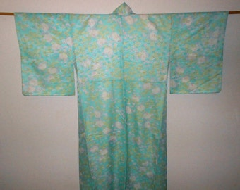 Vintage kimono - White chrysanthemum and leafs, Emerald green