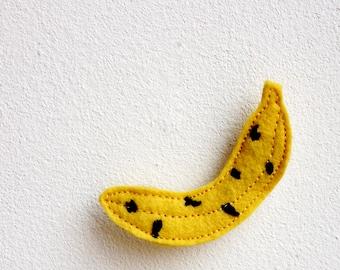 banana brooch