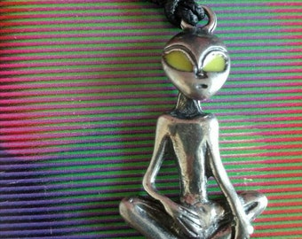 90s Glow in the Dark Alien necklace Roswell Area 51 ET Extra terrestrial Aliens Outer Space sci Fi NOS on card