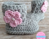 Baby Girl Boots, Crochet Baby Girl Booties, Gray Baby Booties with Pink Flower, Newborn Boots, Baby Boots, Baby Shower Gift, Ugg boots