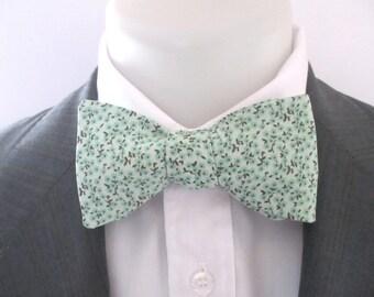 Men's bowtie ~ made in a mint green  floral design ~ neoud ~ papillion ~tie ~wedding bowtie