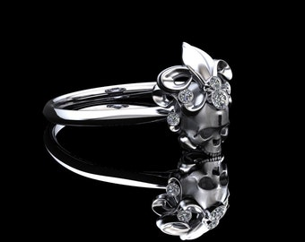 King skull ring set with diamonds in gold