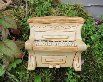 Vintage PenDelfin Piano Figurine, Manufactured from 1965-2004, this one is circa 1970s - Perfect Condition! Flat Rate Shipping
