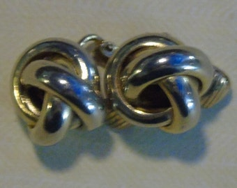 5/8 inch goldtone knot clip on earrings pair