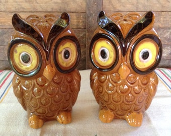 Chunky Vintage Owl Salt and Pepper Shakers Retro Kitchen Decor Brown and Yellow Spice Shaker Stovetop Tableware Big Eyes Mod 1960s