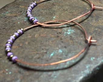 Hoop earrings of copper and glass beads light and simple design in gray and purple