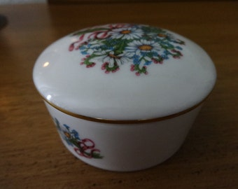 """Music Box by Heritage House 1985 Fine Porcelain Tune """"Yesterday"""" Limited Edition"""